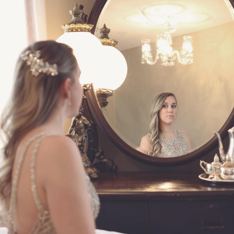 portræt af kvinde i spejl